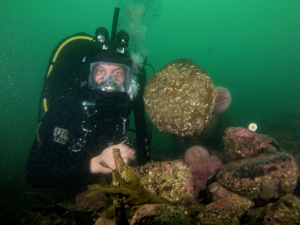 Rodrigo at the muzzle of a gun on the Duart Point wreck.